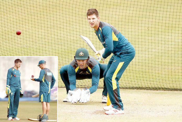 سڈنی : آسٹریلوی بلے باز ٹم پن اورایلیکس نیٹ پریکٹس کے دوران ،چھوٹی تصویر میں بیٹنگ کوچ کھلاڑی کو ٹپس دیتے ہوئے