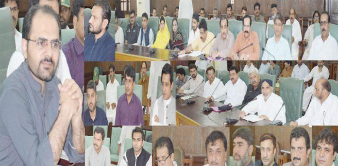 نوابشاہ ،ڈپٹی کمشنر ابراراحمد جعفر جشن آزادی شایان شان طریقے سے منانے کے سلسلے میں انتظامات کا جائزہ لینے کیلیے منعقدہ اجلاس کی صدارت کررہے ہیں