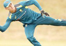 سڈنی: آسٹریلوی کھلاڑی پریکٹس کے دوران ڈائیو لگا کربال پھینکتے ہوئے