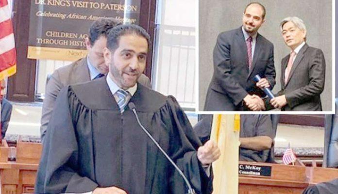 امریکی ریاست نیو جرسی کے شہر پیٹرسن کی عدالت کے چیف جسٹس عبدالحمید ہادی ۔ چھوٹی تصویر سوئٹزرلینڈ کے فلسطینی معلم کی ہے