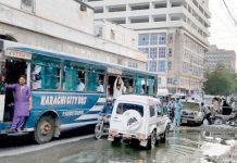 صدر کے علاقے زینب النسا اسٹریٹ کے قریب سیوریج کے پانی کی وجہ سے ٹریفک کی روانی متاثر ہے
