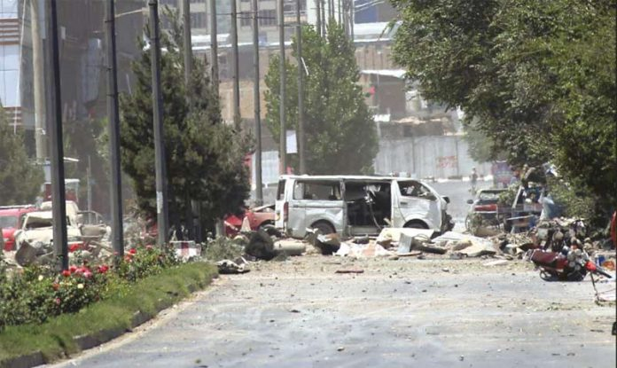 کابل: وزارت داخلہ کی عمارت کے باہر حملے کے بعد تباہی پھیلی ہوئی ہے