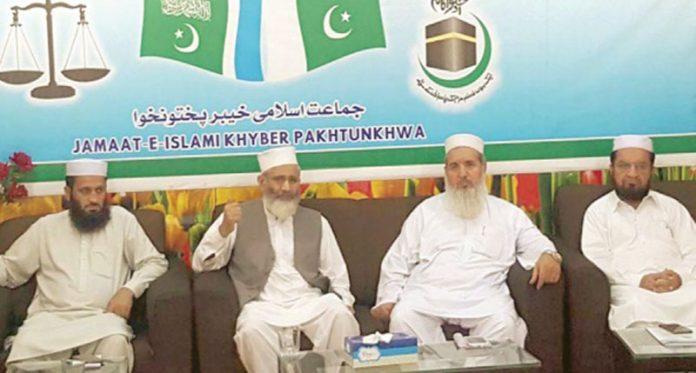 پشاور:امیر جماعت اسلامی سینیٹر سراج الحق المرکز الاسلامی میں قبائلی اضلاع کے ذمے داران کے اجلاس سے خطاب کررہے ہیں