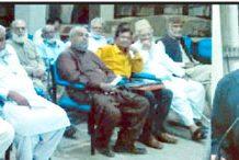 جمعیت الفلاح میں ڈاکٹر وقار زبیری کی یاد میں تعزیتی اجلاس سے پروفیسر ہارون رشید،ڈاکٹر اسحاق منصوری و دیگر خطاب کر رہے ہیں