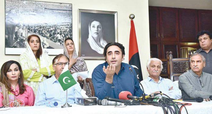 اسلام آباد: پیپلزپارٹی کے چیئرمین بلاول زرداری میڈیا سے گفتگو کررہے ہیں