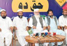 کوئٹہ : نائب امیر جماعت اسلامی پاکستان لیاقت بلوچ پریس کانفرنس کر رہے ہیں