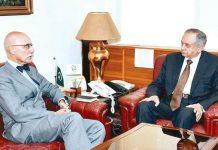 اسلام آباد:مشیر تجارت عبدالرزاق داؤد سے یورپی یونین کے سفیر جین فرینکوئیں ملاقات کر رہے ہیں
