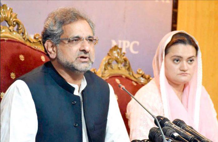 اسلام آباد: ن لیگ کے رہنما شاہد خاقان عباسی اور مریم اورنگزیب پریس کانفرنس کررہے ہیں
