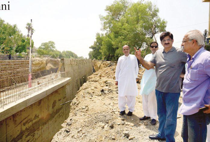 کراچی: وزیراعلیٰ سندھ سید مراد علی شاہ حیدر علی روڈ انٹر سیکشن پر زیر تعمیر فلائی اوور کے تعمیراتی کام کا جائزہ لے رہے ہیں