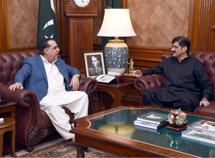 کراچی:وزیراعلیٰ سندھ مراد علی شاہ گورنر عمران اسماعیل سے تبادلہ خیال کررہے ہیں