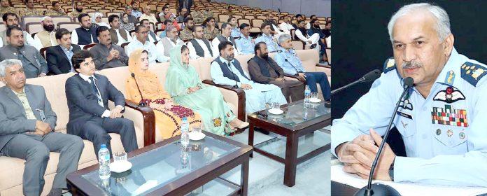 اسلام آباد:پاک فضائیہ کے سربراہ مجاہد انور خان نیشنل سیکورٹی ورکشاپ بلوچستان کے شرکاسے خطا ب کررہے ہیں