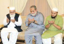 کراچی: نائب امیر جماعت اسلامی پاکستان لیاقت بلوچ بزنس فورم کے رہنما خلیفہ انوار احمد کی وفات پر لواحقین سے تعزیت کررہے ہیں