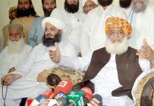 پشاور: جے یو آئی (ف) کے سربراہ مولانا فضل الرحمان پریس کانفرنس کررہے ہیں