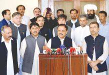 کوئٹہ: وزیراعلیٰ پنجاب سردار عثمان بزدار گورنر بلوچستان امان اللہ خان کے ہمراہ میڈیا سے گفتگو کررہے ہیں