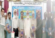 حیدرآباد،شاعر عبدالشکور آسی کی کتاب کی تقریب رونمائی کے موقع پر شرکا کا گروپ