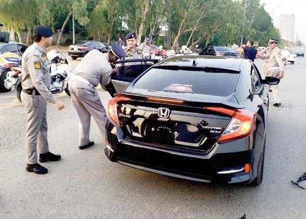 اسلام آباد،ٹریفک پولیس کالے شیشے والی گاڑیوں کیخلاف کارروائی کررہی ہے ،ایس ایس پی ٹریفک فرخ رشید نگرانی کررہے ہیں