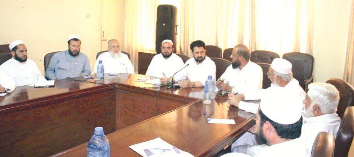 پشاور،نائب امیر جماعت اسلامی خیبرپختونخوا عنایت اللہ خان اجلاس سے خطاب کررہے ہیں