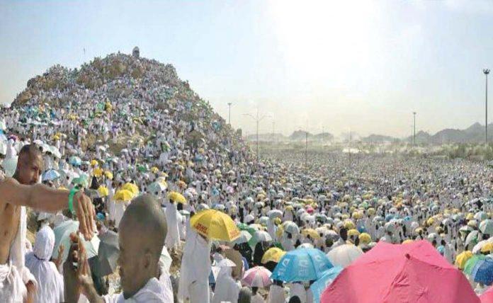 لاکھوں مسلمان میدان عرفات میں جبل رحمت کے اطراف موجود ہیں