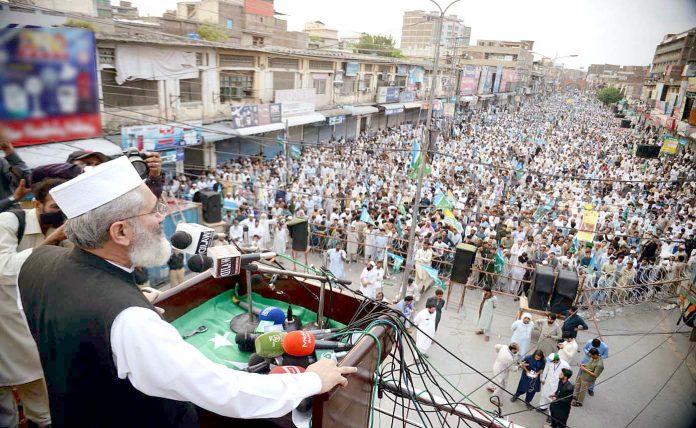 پشاور: امیر جماعت اسلامی پاکستان سراج الحق کشمیر بچاؤ عوامی مارچ سے خطاب کررہے ہیں