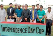 کراچی: کے ایچ اے کے زیر اہتمام آزادی ہاکی کپ کے موقع پر مہمان خضوصی کا آرگنائزرز کے ساتھ گروپ