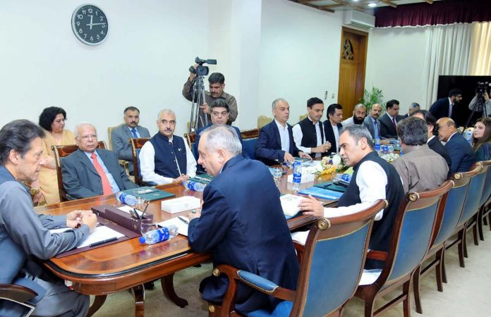 اسلام آباد: وزیراعظم عمران خان کاروباری سرگرمیوںمیں حائل رکاوٹیں دور کرنے سے متعلق اجلاس کی صدارت کررہے ہیں