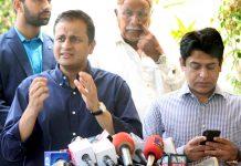 کراچی: مشیر اطلاعات سندھ مرتضیٰ وہاب پریس کانفرنس کررہے ہیں