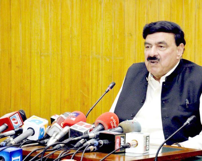 لاہور،وفاقی وزیر ریلوے شیخ رشید احمد پریس کانفرنس کررہے ہیں