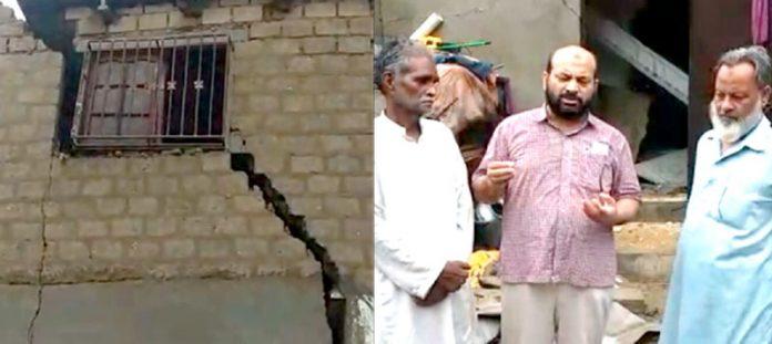 جماعت اسلامی ضلع کورنگی کے امیر عاشق علی خان اور سابق یوسی ناظم عبدالحفیظ مخدوش مکان کاجائزہ لے رہے ہیں