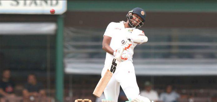 کولمبو: نیوزی لینڈ کے خلاف دوسرے ٹیسٹ کے تیسرے روز سری لنکن بلے باز سرنگا لکمل شاٹ بال کھیلتے ہوئے