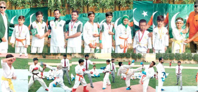 شن بوکوشوتوکان کراٹے اکیڈمی پاکستان کے تحت جشن آزادی مارشل آرٹس ویک کے موقع پر کراٹے ایونٹ میں کھلاڑی اپنے فن کا مظاہرہ کررہے ہیں