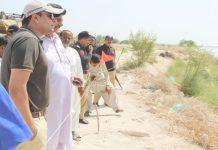 نوشہروفیروز، ڈپٹی کمشنر کیپٹن (ر) بلال شاہد رائو بکھری کے مقام پر دریائے سندھ کے حفاظتی بندوںکا جائزہ لے رہے ہیں