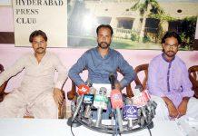 حیدرآباد ،ٹنڈو آدم کے مکین پریس کانفرنس کررہے ہیں