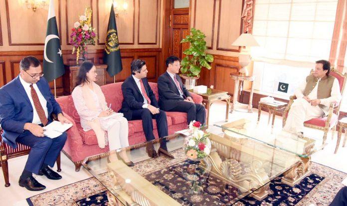 اسلام آباد: وزیراعظم عمران خان سے ایشیائی ترقیاتی بینک کا وفد ملاقات کررہاہے