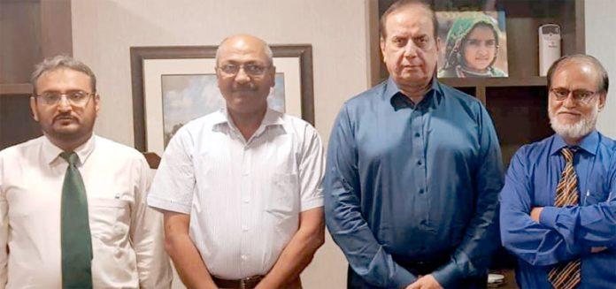 انرجی اپڈیٹ کے انجینئر ندیم اشرف، نعیم قریشی کا صوبائی وزیر توانائی سندھ امتیاز احمد شیخ سے ملاقات کے موقع پر فوٹو