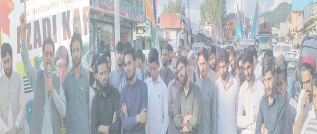 راولاکوٹ، جماعت اسلامی آزاد جموں و کشمیر کے امیر ڈاکٹر خالد محمود خان،ناظم کشمیر جمعیت راجا مسرور ظفر آزادی کشمیر کارواں کے شرکا سے خطاب کررہے ہیں