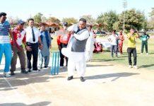 کوئٹہ: وزیراعلیٰ بلوچستان کے مشیر دنیش کمار شاٹ کھیل کر آل بلوچستان کرکٹ ٹی ٹوئنٹی چیمپئن ٹرافی کا افتتاح کررہے ہیں کوئٹہ: وزیراعلیٰ بلوچستان کے مشیر دنیش کمار شاٹ کھیل کر آل بلوچستان کرکٹ ٹی ٹوئنٹی چیمپئن ٹرافی کا افتتاح کررہے ہیں