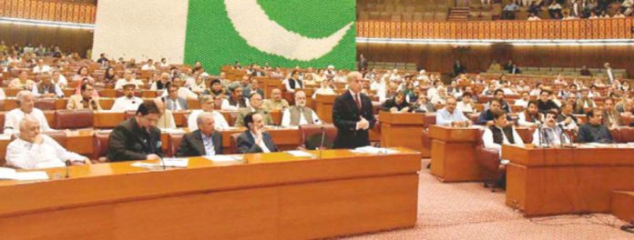 اسلام آباد: اپوزیشن لیڈر میاں شہباز شریف قومی اسمبلی میں خطاب کررہے ہیں