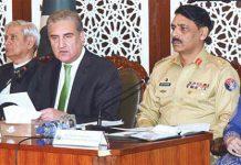 اسلام آباد: وزیرخارجہ شاہ محمود قریشی، ڈی جی آئی ایس پی آر میجر جنرل آصف غفور فردوس عاشق اعوان کے ساتھ مشترکہ پریس کانفرنس کررہے ہیں