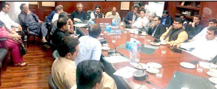 وزیر بلدیات سید ناصر حسین شاہ کی زیر صدارت اجلاس میں اسٹیک ہولڈرز شریک ہیں