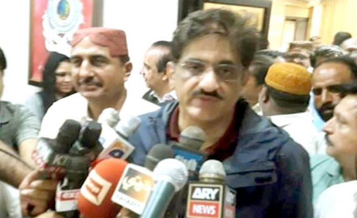 بدین: وزیراعلیٰ سندھ مراد علی شاہ میڈیا سے گفتگو کررہے ہیں