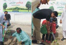 نوشہروفیروز،ایڈیشنل ڈپٹی کمشنر تاشفین عالم اور ایس ایس پی کیپٹن(ر) طارق ولایت پبلک پارک میں پودے لگاکر شجرکاری مہم کا آغاز کررہے ہیں