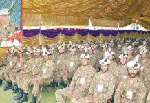 گلگت: پاک فوج کے سربراہ قمرباجوہ افسران سے خطاب کررہے ہیں