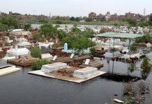 حیدرآباد:نکاسی آب کے ناقص انتظامات کے باعث بارش کا پانی قبرستان میں جمع ہے