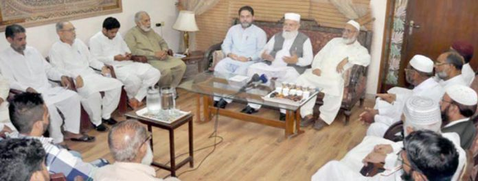 لاہور: نائب امیر جماعت اسلامی پاکستان لیاقت بلوچ حج کی سعادت حاصل کرنے پر منعقدہ تقریب سے خطاب کررہے ہیں