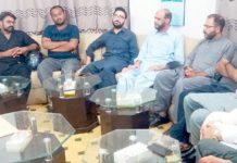 نائب امیر جماعت اسلامی کراچی ڈاکٹر اُسامہ رضی، صدر جماعت اسلامی یوتھ کراچی حافظ بلال رمضان کراچی کونسل سے خطاب کررہے ہیں