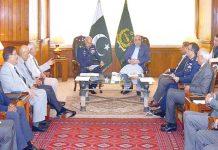 اسلام آباد: اسپیکر قومی اسمبلی اسد قیصر سے پاک فضائیہ کے سربراہ ائر چیف مارشل مجاہد انور خان ملاقات کررہے ہیں