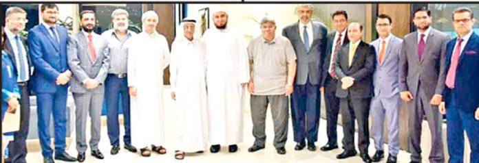سمٹ بینک لمیٹڈ کے چیئرمین نصیر عبداللہ حسین لوتاہ کے دورے پر ذمے داران کے ساتھ گروپ فوٹو