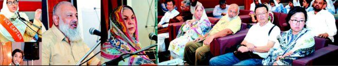ہمدرد فاؤنڈیشن پاکستان کی صدر سعدیہ راشد تحریک تعمیر قوم کے سربراہ عارف اللہ حسینی و دیگر ہمدرد نونہال اسمبلی کی تقریب سے خطاب کر رہے ہیں