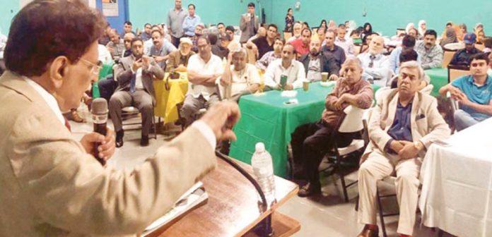 رہوڈ آئی لینڈ: وزیراعظم آزاد کشمیر راجا فاروق حیدر تارکین وطن کی جانب سے دیے گئے استقبالیے سے خطاب کررہے ہیں