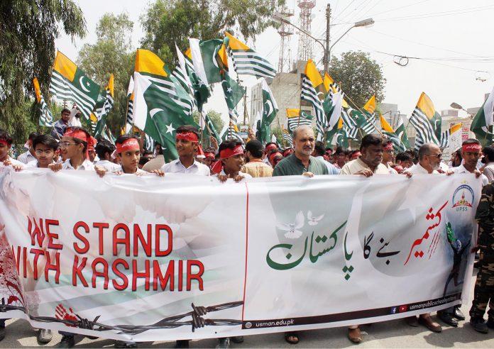 کراچی: امیر جماعت اسلامی کراچی حافظ نعیم الرحمن طلبہ و کارکنان کی کشمیر یکجہتی ریلی کی قیادت کررہے ہیں